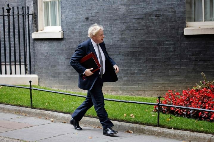 """Boris Johnson vaatii Fifalta """"voimakkaita toimia"""". LEHTIKUVA/AFP"""