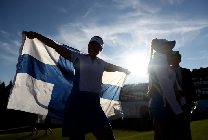 Castren juhli Solheim Cupin voittoa. Lehtikuva/AFP