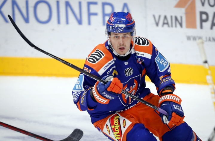 Kristian Kuuselalla on koossa 999 ottelusta saldo 261+419=680. LEHTIKUVA / Kalle Parkkinen