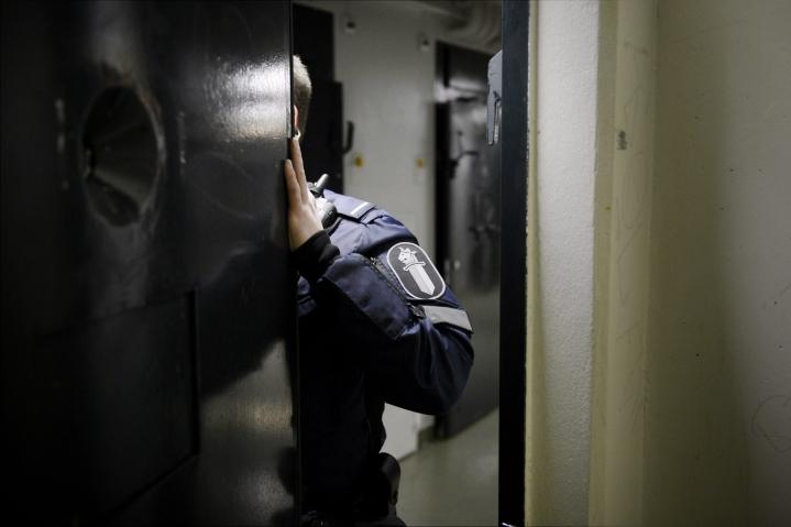 Tarkastuksen kohteena oli muun muassa poliisin säilytystiloja, vankiloita, ulkomaalaisten säilöönottoyksikkö, psykiatrinen sairaala ja kaksi koulukotia. LEHTIKUVA / Antti Aimo-Koivisto