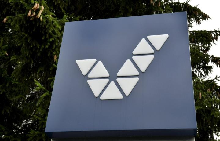 Tavoite on, että päätös Veikkaus-rahoja saaneiden toimijoiden uudesta rahoitusmallista tehdään vuoden loppuun mennessä. Kuvassa Veikkauksen logo pääkonttorilla Helsingissä. LEHTIKUVA / HEIKKI SAUKKOMAA