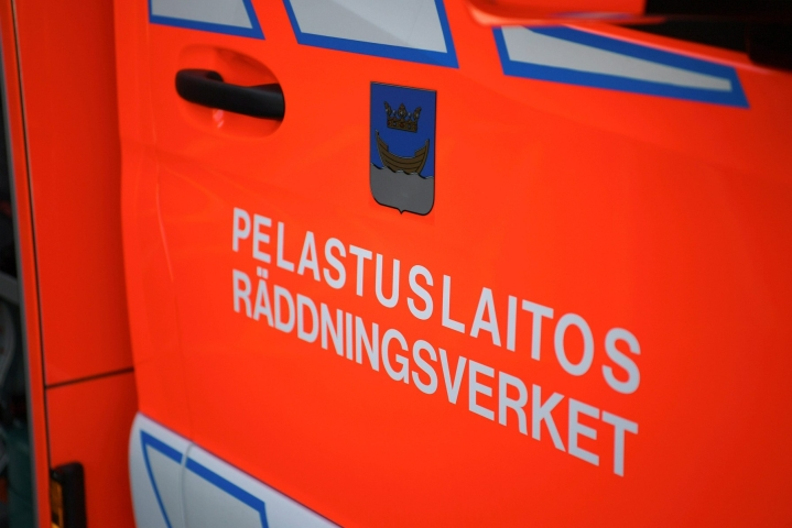 Pelastuslaitos sai hälytyksen palosta ennen kello yhtä yöllä. LEHTIKUVA / Antti Aimo-Koivisto