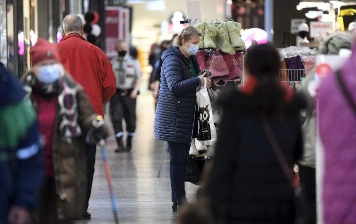 Kuluttajien luottamus talouteen on ollut syyskuuta vahvempaa vain joulukuussa 2017. LEHTIKUVA / HEIKKI SAUKKOMAA