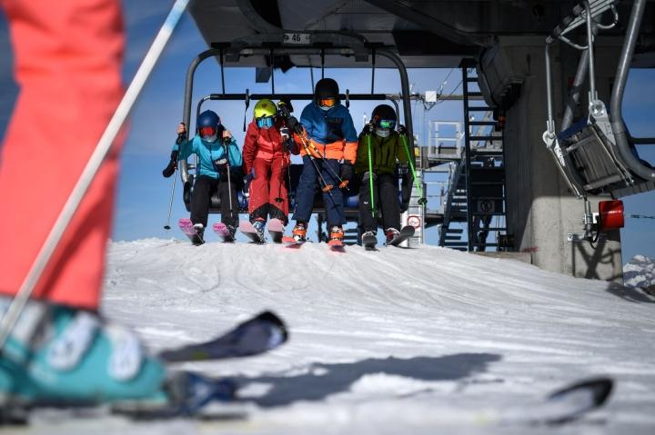 Tuomioistuin käsittelee kanteita, joissa viranomaisia syytetään siitä, etteivät nämä reagoineet riittävän nopeasti tartuntojen leviämiseen Tirolin hiihtokeskuksissa. Lehtikuva/AFP