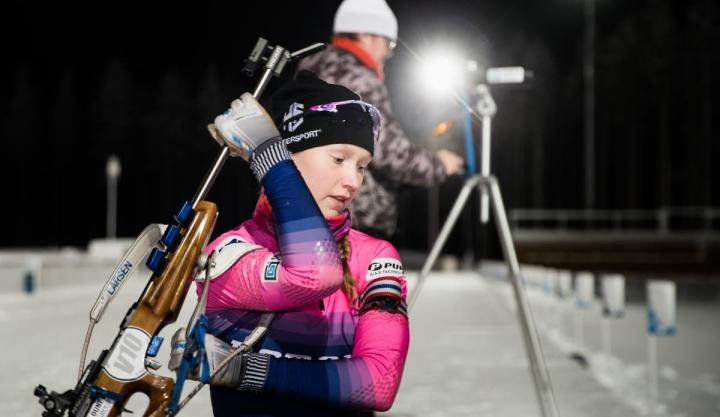 Kontiolahden Urheilijoiden Inka Hämäläinen ampumahiihtoharjoituksissa joulukuussa 2020.