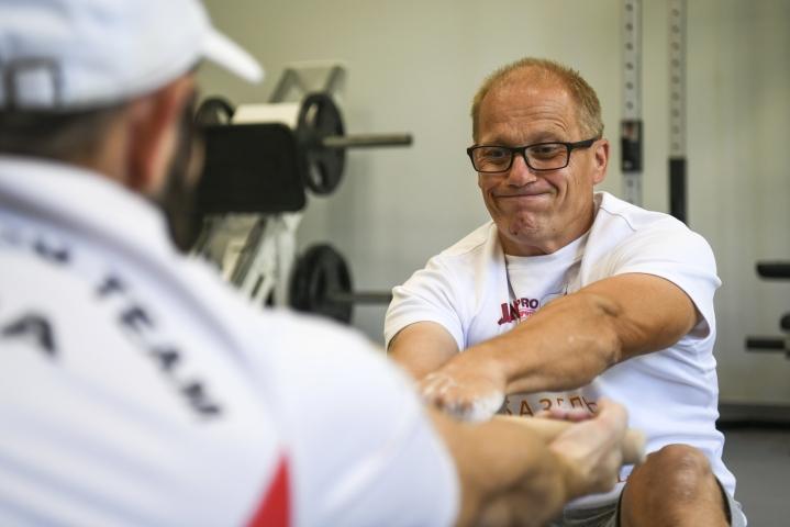 Kouvolasta kotoisin oleva Juha-Vesa Jäntti tunnetaan urheilupiireissä Suomen tämän hetken parhaan mäkihyppääjän, kiteeläisen Antti Aallon managerina.
