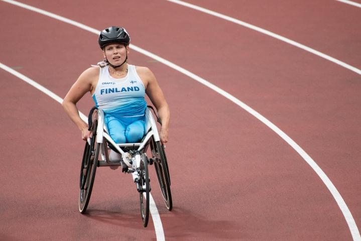 Hopeamitali on Amanda Kotajan ensimmäinen paralympialaisissa. Lehtikuva / Handout / Harri Kapustamäki / Kihu