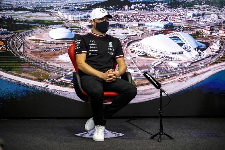 Kuljettajien MM-sarjassa kolmantena oleva Valtteri Bottas kaasutteli Sotshin radalla MM-sarjan ensimmäisen F1-voittonsa vuonna 2017. LEHTIKUVA/AFP