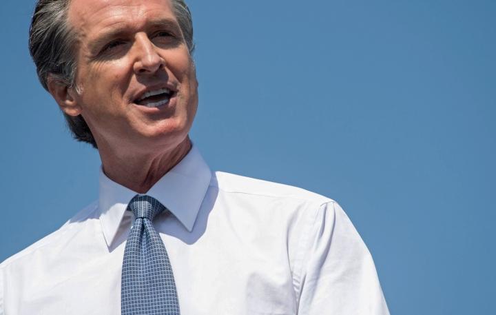 Kaliforniassa äänestettiin kuvernööri Gavin Newsomin jatkosta sen jälkeen, kun erityisesti republikaanit olivat närkästyneet Newsomin määräämistä koronarajoituksista pandemian aikana. LEHTIKUVA/AFP