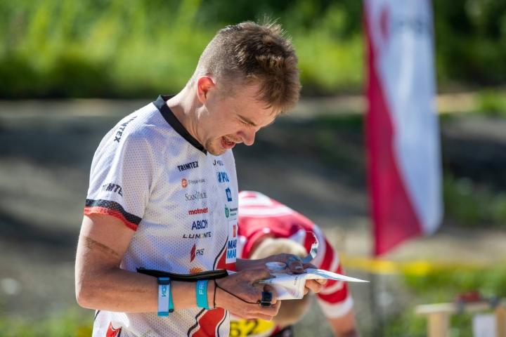 Miika Kirmula oli vahvassa vedossa pitkän matkan SM-rasteilla sunnuntaina. Kuvassa Kirmula MM-katsastuksissa Tohmajärvellä toukokuun lopussa.