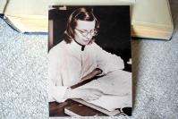 """Sata vuotta sitten syntynyt kirjailija ja lääkäri Laura Latvala kirjoitti runon, jonka lähes kaikki Suomen lapset osaavat - """"Ei hän arvannut, että kirja jatkaisi elämäänsä ties kuinka kauan"""", sanoo kirjan Pikku-Marjan esikuvana ollut joensuulainen Marja Kiiskinen"""