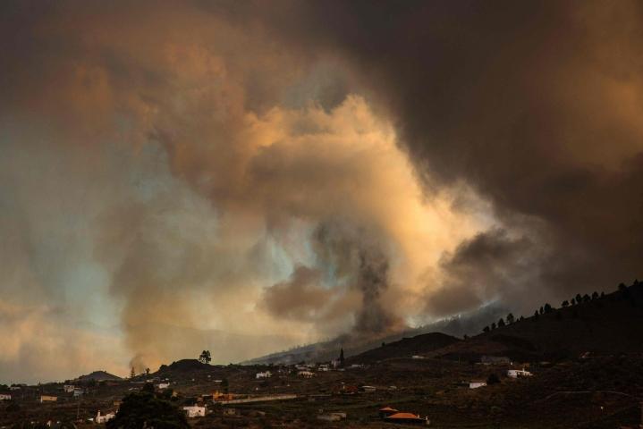 Cumbre Vieja -tulivuori alkoi purkautua eilen.  LEHTIKUVA/AFP