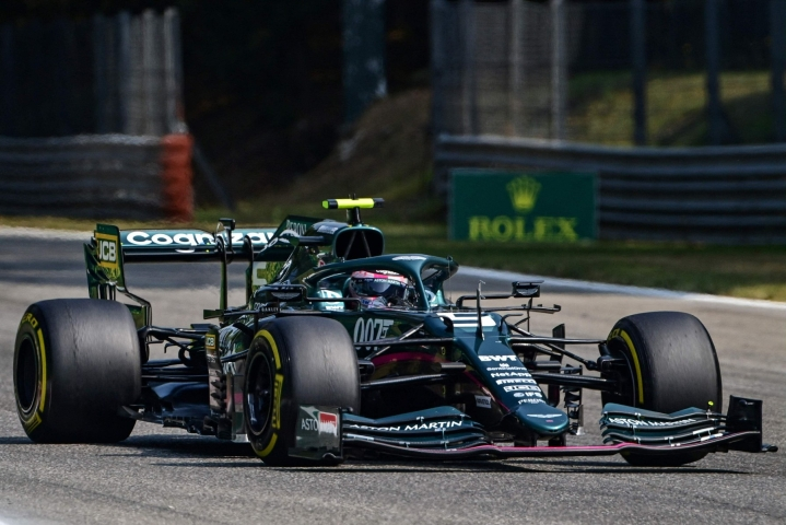 Sebastian Vettel nähtiin Aston Martinin ratissa myös Monzassa  viime viikonvaihteessa. LEHTIKUVA/AFP.