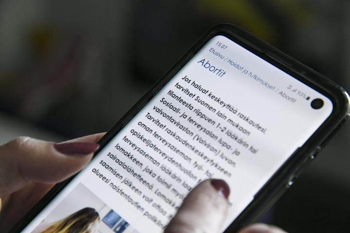 Uutissuomalaisen tekemän kyselyn mukaan kynnystä aborttiin madaltaisivat SDP, kokoomus, vihreät, vasemmistoliitto ja RKP. LEHTIKUVA / Markku Ulander