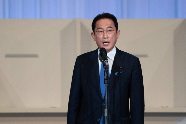 Kishidaa on luonnehdittu politiikassa maltilliseksi keskitien kulkijaksi. LEHTIKUVA/AFP
