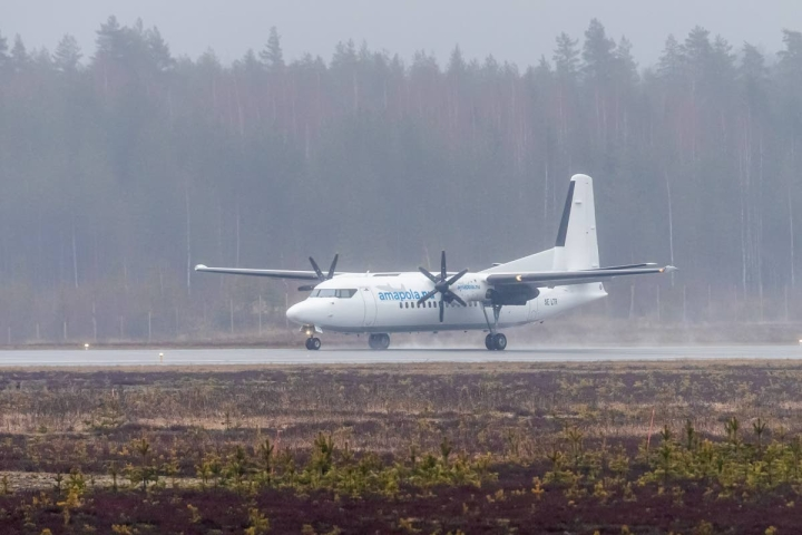 Joensuun ja Helsingin väliset lennot operoi tällä hetkellä ruotsalainen Amapola Flyg -yhtiö.