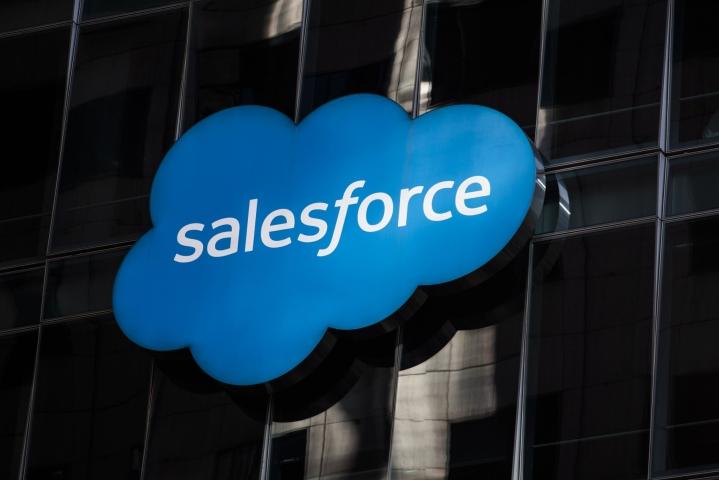 Salesforce kertoi työntekijöilleen viestissään, että yritys auttaa työntekijän ja tämän lähisukulaisten siirtymisessä muualle, mikäli työntekijällä on huoli terveydenhuollon saatavuudesta, mitä tulee lisääntymisterveyteen. LEHTIKUVA/AFP
