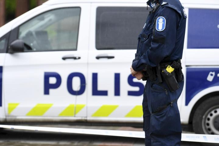 Mies ohjasi syyttäjän mukaan autonsa poliisia kohti. Kuvituskuva ei liity tapaukseen. LEHTIKUVA / VESA MOILANEN