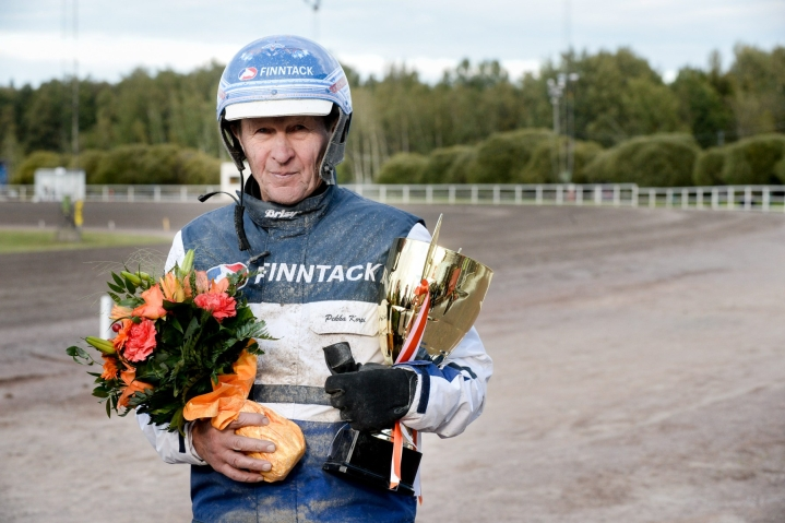 """""""Oli siinä hyviä hevosia, mutta meillä oli päivän kunto hyvä ja juoksukin meni hyvin"""", Korpi summasi. Lehtikuva / Mikko Stig"""