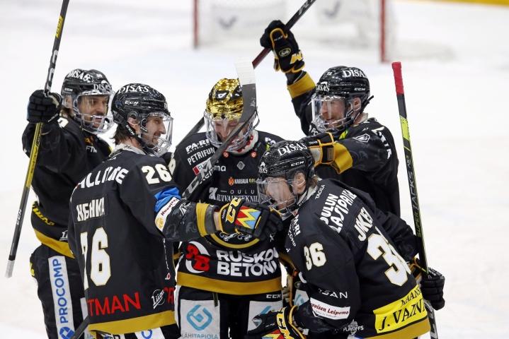 Tehottomasti alkukauden pelannut Juhamatti Aaltonen tasoitti pian ottelun kauden avausmaalillaan. LEHTIKUVA / TIMO HEIKKALA