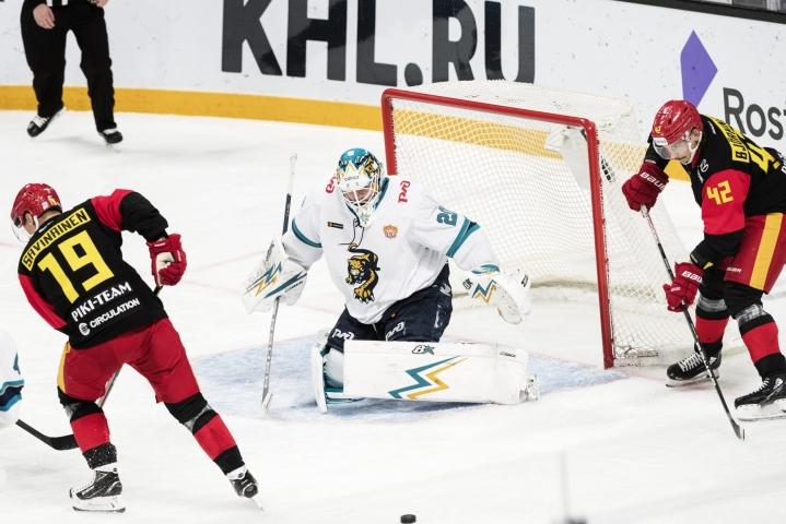 Jokerit johtaa KHL:n länsilohkoa ja säilyttää paikkansa lauantain jälkeenkin, mikäli Moskovan Dinamo ei myöhemmin kukista Torpedo Nizhni Novgrodia. LEHTIKUVA / RONI REKOMAA