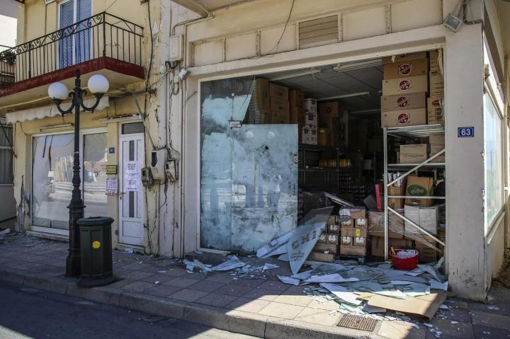 Järistys teki tuhoja etenkin Arkalochorin kaupungissa. LEHTIKUVA / AFP