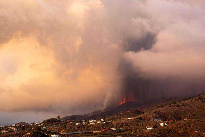 Tulivuoresta levinnyt laava on tuhonnut 461 rakennusta, joista 41 viimeisen vuorokauden aikana. Lehtikuva/AFP