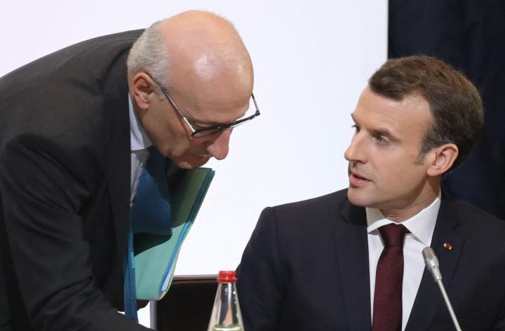 Ranskan presidentti Emmanuel Macron (oik.) keskustelee arkistokuvassa Ranskan nykyisen Yhdysvaltain-suurlähettilään Philippe Etiennen kanssa. Lehtikuva/AFP