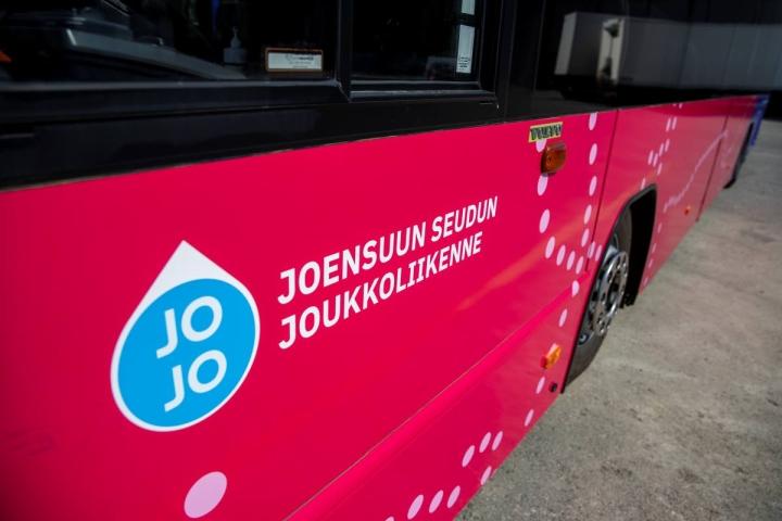 Länsilinjat Oy aloitti kesäkuussa Joensuun seudun joukkoliikenteen linjojen liikennöinnin. Ensi kesänä se tuo Joensuuhun sähköbusseja.