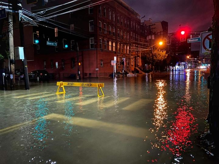 New Jerseyn osavaltiossa on kuollut yli 20 ihmistä myrskyn ja tulvien vuoksi. LEHTIKUVA/AFP