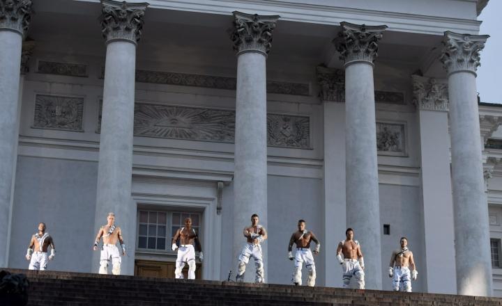 Tanssiryhmä perustettiin vuonna 2001, ja se esiintyi parhaimmillaan toistasataa kertaa vuodessa ennen korona-aikaa. LEHTIKUVA / Martti Kainulainen
