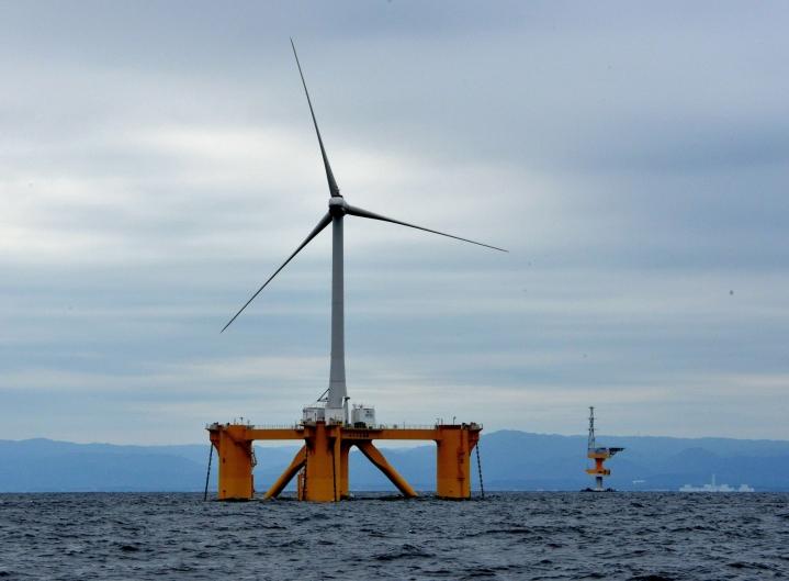 IEA kertoo uudessa maailman energiatalouden näkymien raportissaan, että sijoitukset puhtaaseen energiantuotantoon pitäisi yli kolminkertaistaa kuluvan vuosikymmenen aikana, jotta nettopäästöt saataisiin nollattua vuoteen 2050 mennessä. LEHTIKUVA/AFP