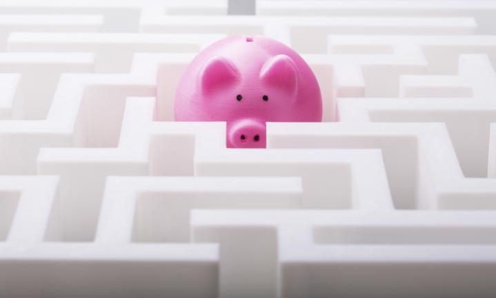Säästämisestä ei saisi tulla pakkopullaa, vaan tärkeintä on välttää ylivelkaantumista, sanovat talous- ja velkaneuvojat.