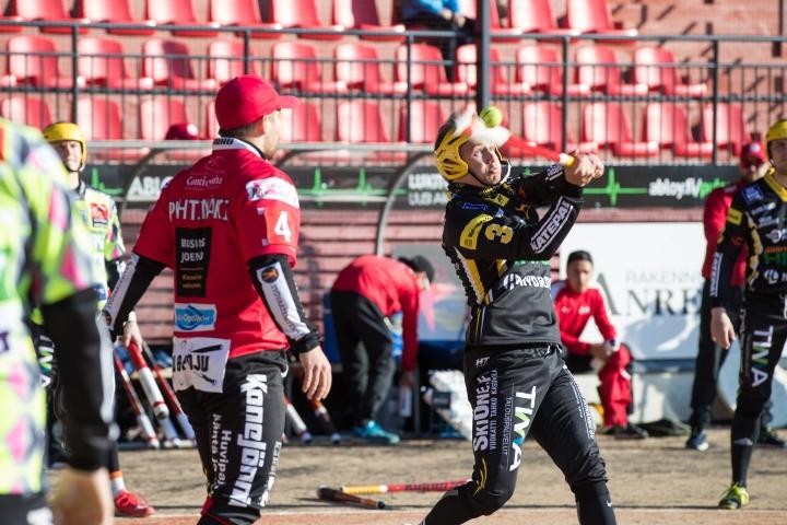 Samu Vainikainen (lyömässä) on ollut vuosia kasvattajaseuransa Siilinjärven Pesiksen tärkeimpiä pelaajia.