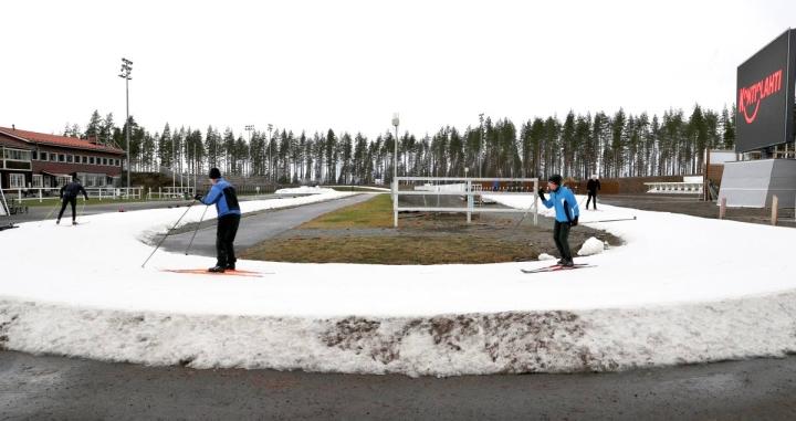 Kontiolahden ensilumenlatu oli kovassa käytössä vuosi sitten ja ladulle povataan runsaasti hiihtäjiä myös tänä syksynä. Kuva viime marraskuulta.