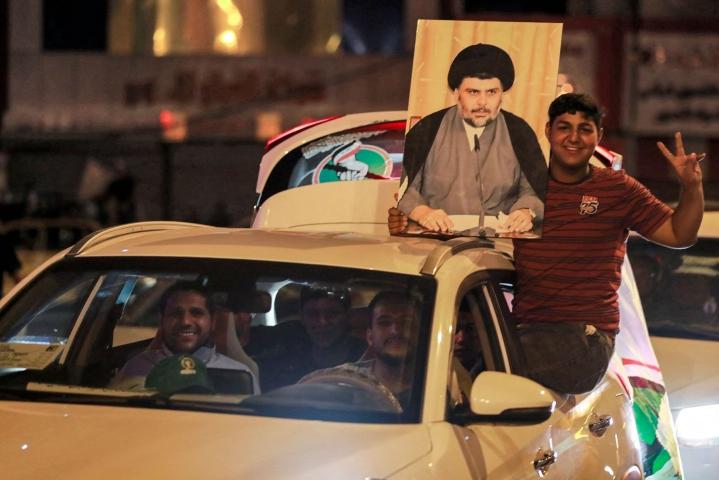 Shiialaisen uskonoppineen Moqtada Sadrin poliittisen liikkeen kannattajat olivat liikkeellä Bagdadissa. Lehtikuva/AFP