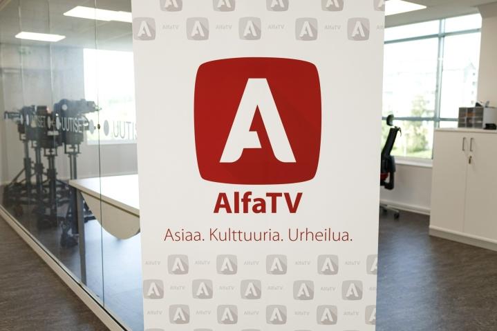 AlfaTV:n logo yrityksen tiloissa Keravalla. LEHTIKUVA / RONI REKOMAA