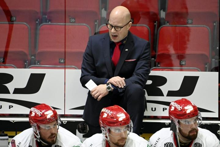 Sportin päävalmentaja Risto Dufvan mukaan hän oli etuoikeutettu ollessaan mukana Ilveksen huoltaja Lasse Laukkasen juhlaottelussa. LEHTIKUVA / Markku Ulander