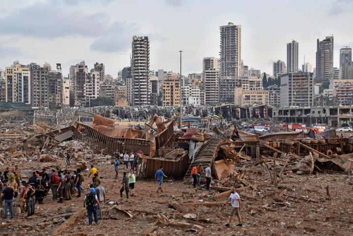 Viime vuoden elokuussa tapahtuneessa satamaräjähdyksessä kuoli yli 200 ihmistä. Myös suuri osa kaupunkia kärsi vaurioita. LEHTIKUVA / AFP