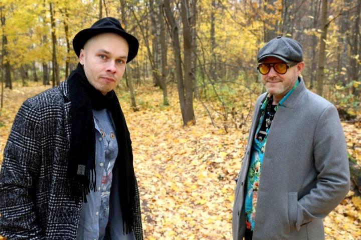 Kaukolasipartio-yhtyeeseen kuuluvat Ilja Teppo (vas.) ja Pertti Feller. Muut jäsenet ovat Johannes Teppo, Sampsa Asikainen ja Antti Huuskonen.