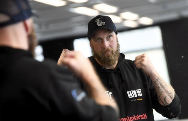 Haluan tehdä tiettäväksi sen, että Suomessa osataan nyrkkeillä, Helenius sanoo. LEHTIKUVA / VESA MOILANEN