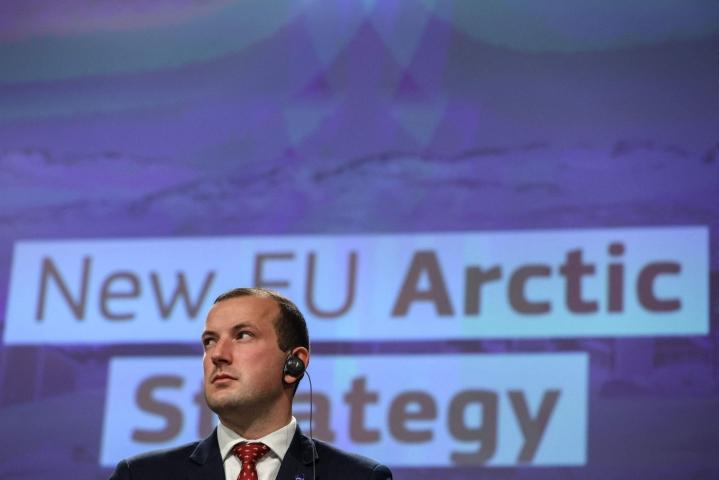 Ympäristökomissaari Virginijus Sinkeviciuksen mukaan EU on valmis kasvattamaan rooliaan geopoliittisena toimijana arktisella alueella. LEHTIKUVA/AFP