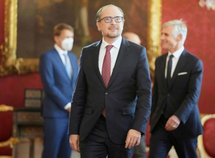 Schallenberg siirtyi ulkoministerin paikalta liittokansleriksi, kun hänen puoluetoverinsa Sebastian Kurz joutui eroamaan korruptioskandaalin vuoksi. LEHTIKUVA/AFP