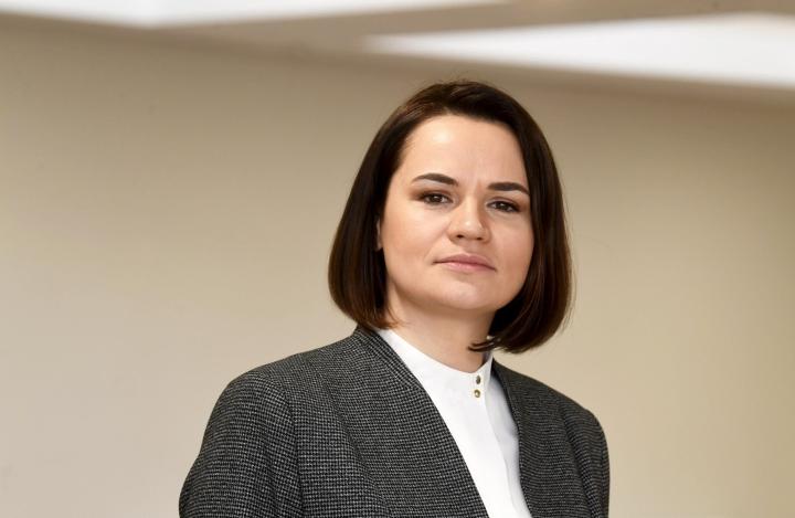 Valko-Venäjän oppositio ja sen kansainvälinen keulakuva Svjatlana Tsihanouskaja ovat vahvoja ehdokkaita rauhanpalkintoveikkailuissa. LEHTIKUVA / Vesa Moilanen