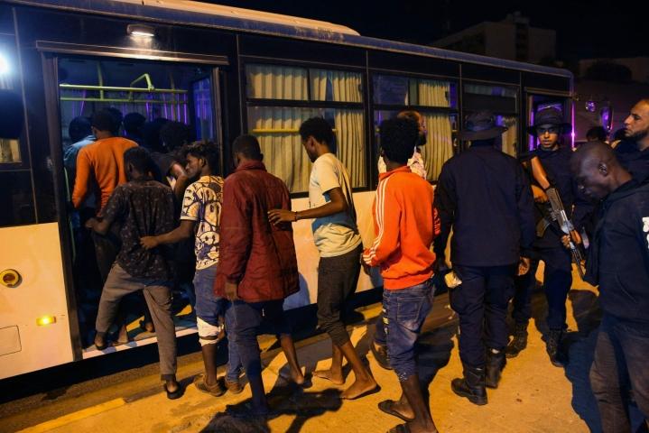 Libyassa otettiin kiinni siirtolaisia. LEHTIKUVA / AFP