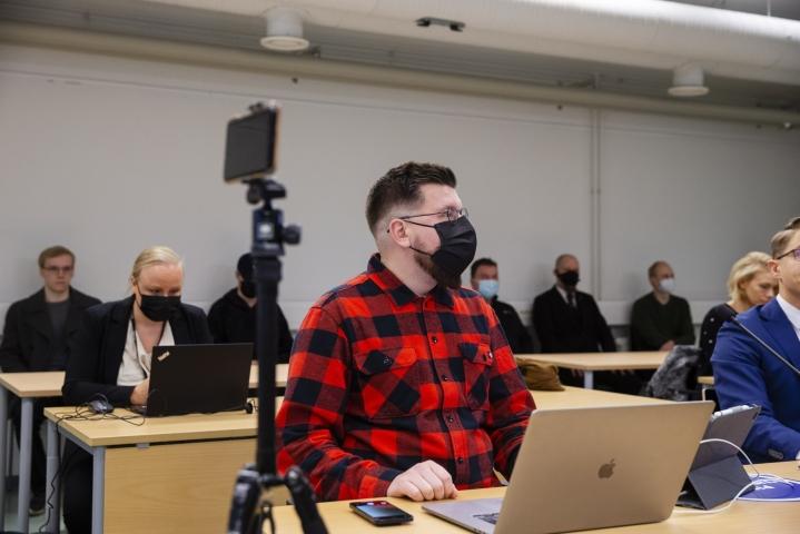 Tuomio koskee Sebastian Tynkkysen kuntavaalikampanjan 2017 aikaan Facebookissa julkaisemia tekstejä, jotka käsittelivät maahanmuuttajien ja turvapaikanhakijoiden väitettyä käytöstä. LEHTIKUVA / Eeva Riihelä