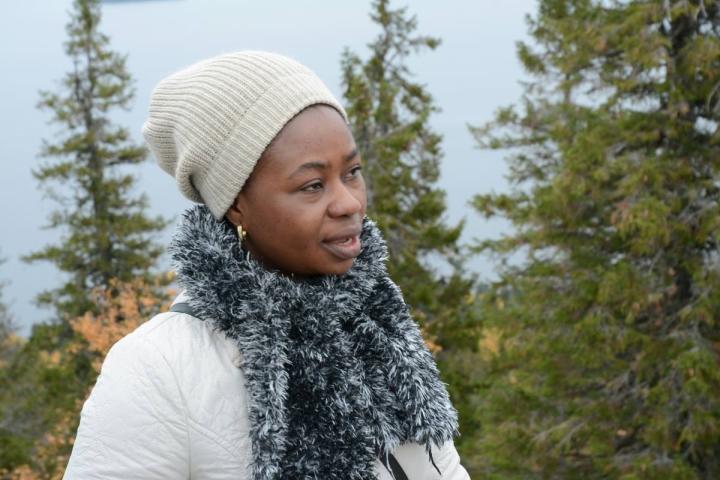 Metsäosaaja Joana Awuah on tyytyväinen, koska työllistyi Itä-Suomen yliopistoon harjoittelujakson päätteeksi.