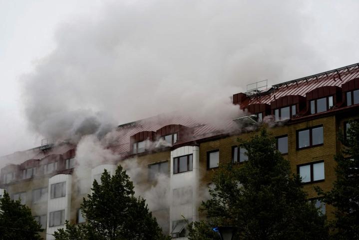 Vaurioitunut kerrostalo sijaitsee Göteborgin keskustan lounaispuolella Annedalissa. LEHTIKUVA/AFP