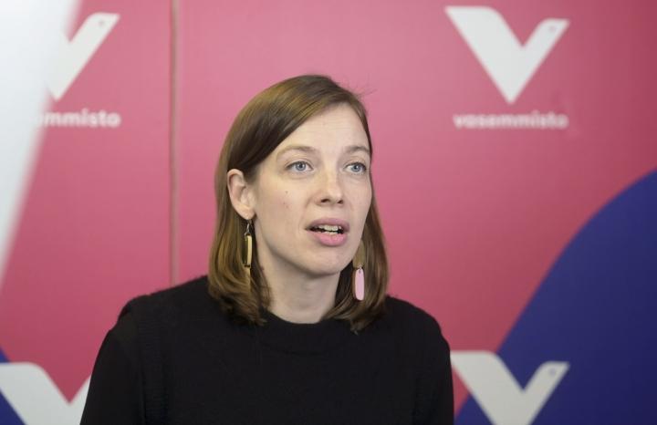 Vasemmistoliitto vaatii hyvinvointialueilta ripeitä toimia ammattilaisten työehtojen parantamiseksi tammikuussa pidettävien aluevaalien jälkeen. LEHTIKUVA / VESA MOILANEN