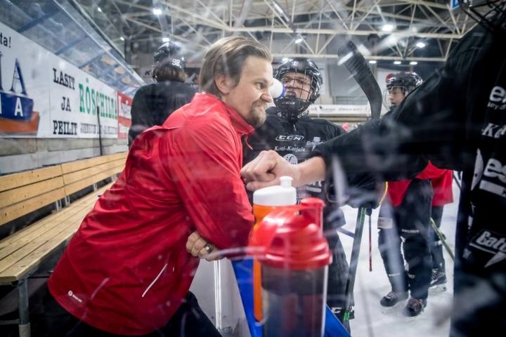 Juniori Jokipoikien valmennuspäällikkö Sasu Keto näkee, että ulkomaalaispelaajien tulo juniorijoukkueisiin on rikkaus suomalaiselle jääkiekolle.